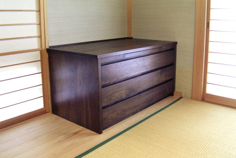 仏壇の下台として使うウォールナットのチェスト(鎌倉市・K様邸)