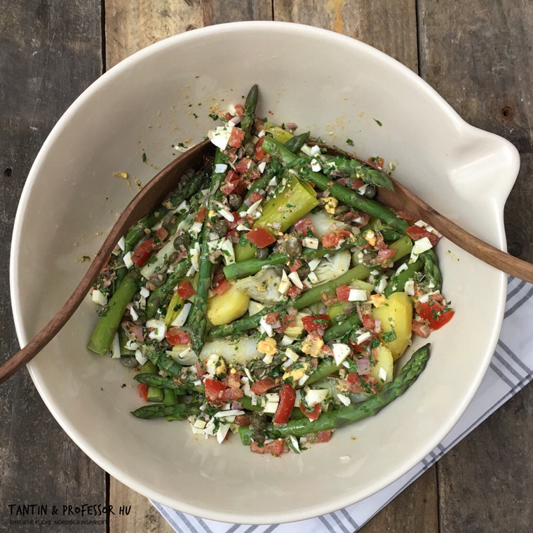 Spargel-Artischocken-Salat mit Kapern-Ei-Dressing