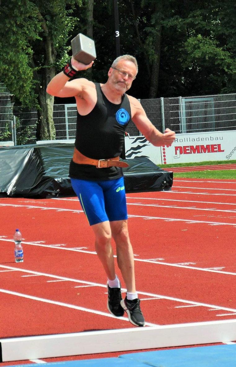 Dr. Klaus Lutter mit starkem Steinstoßergebnis.
