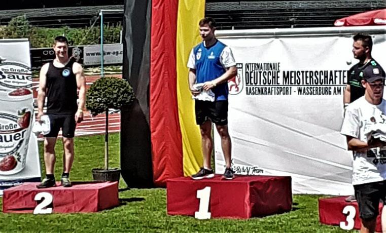 Hendrik Szabó (links) wurde Deutscher Steinstoßmeister sowie Deutscher Vizemeister im Gewichtwerfen und RKS-Dreikampf.