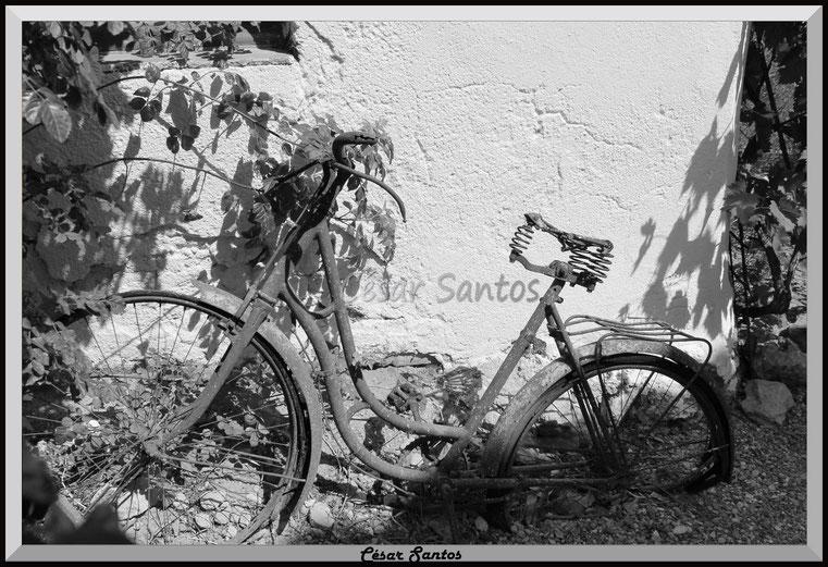 Bicicleta vieja, bicicleta herrumbrosa,  bicicleta antigua