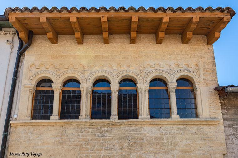 Façade médiévale à Cluny, Bourgogne