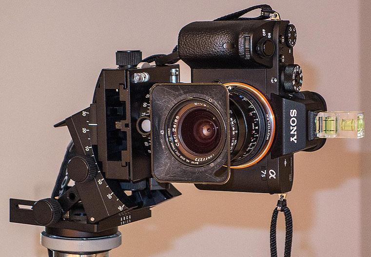 Im Test: SONY Alpha 7s2 mit ZEISS Biogon-M 2,8/21 mm auf Arca Swiss C1 Cube beim Architektur Shooting. Foto: Klaus Schoerner