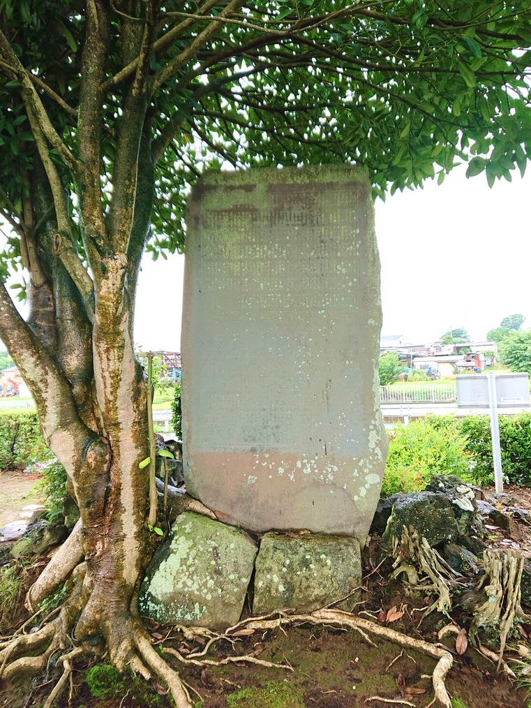 門下たちの名前が刻まれている「大川平兵衛頌徳碑」の裏面