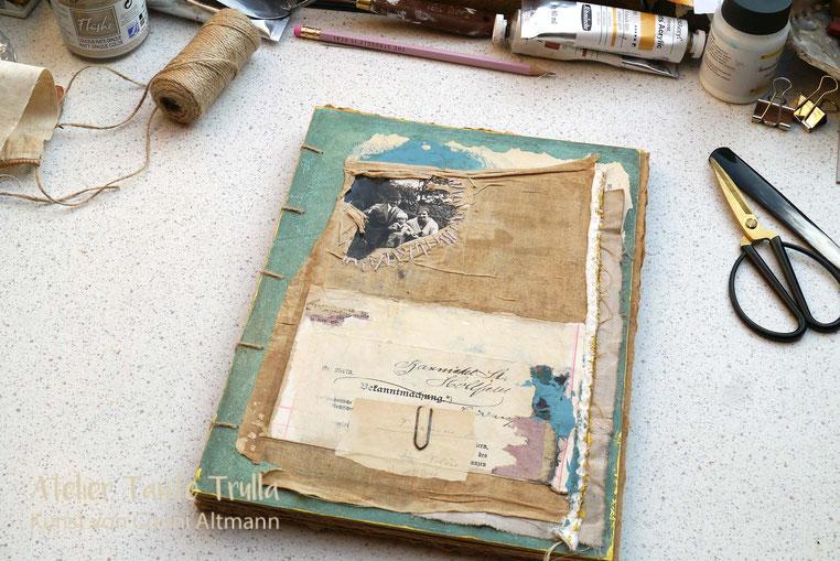 Handgemachtes Buch mit altem Foto und Collage