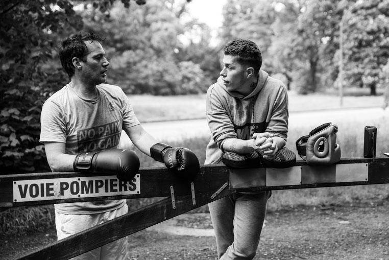 Coach sportif donne des cours de boxe pour retrouver la forme à Courbevoie