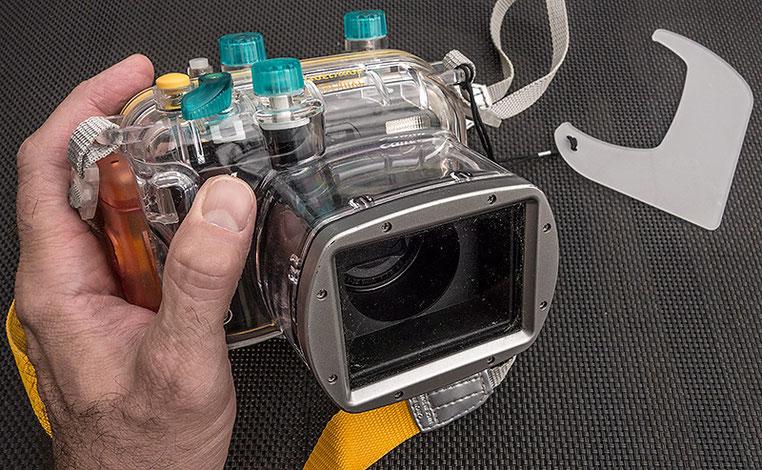 Härte-Test: Die CANON G11 ist sicherheitshalber im Unterwassergehäuse WP-DC34 untergebracht. Foto: Klaus Schoerner