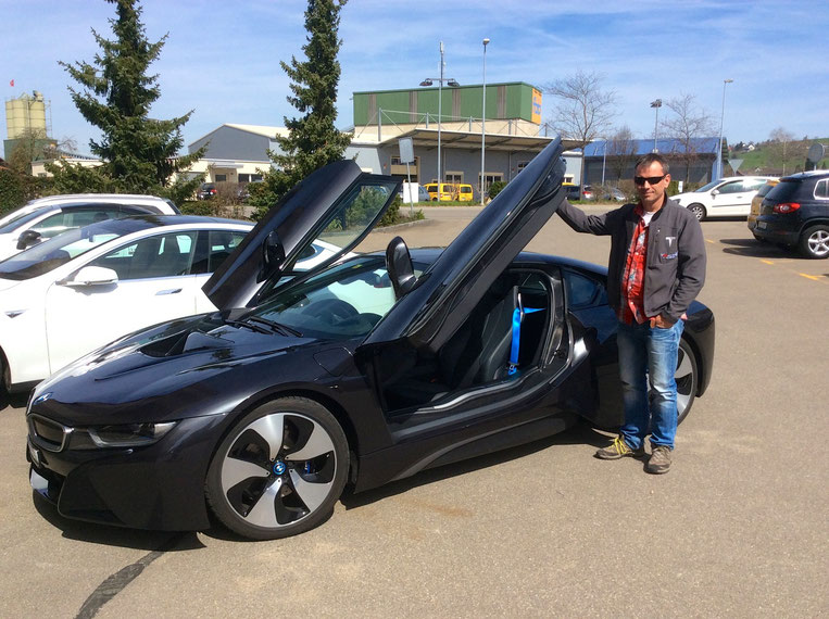 TESLA Model S vs. BMW i8 Mr A.Hammel founder carlights.ch