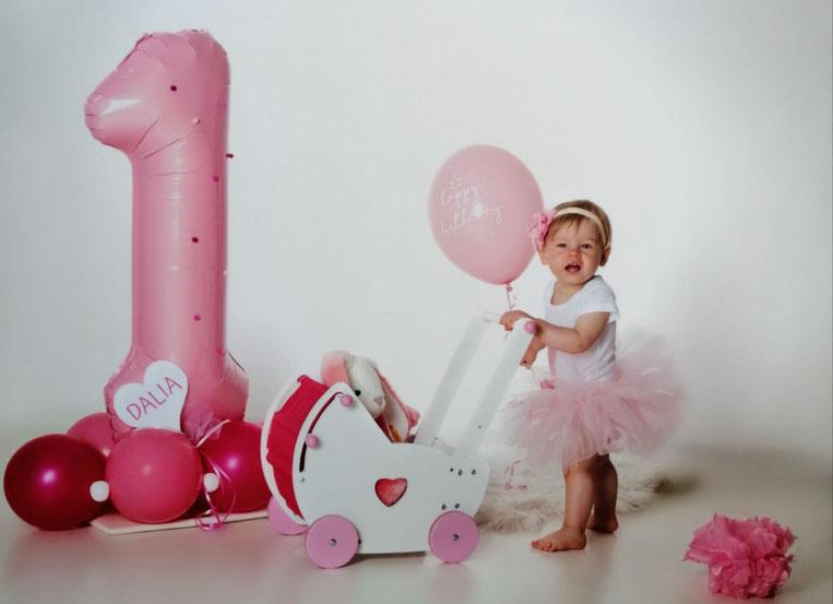 Ballon Luftballon Herz Name Personalisierung personalisiert 1 eins erster Geburtstag baby happy birthday latexballon Heliumballon rosa pink lavendel Ballonpost Versand verschickt Box Ballonpost Deko Dekoration Foto Fotoshooting Erinnerung Fotosession
