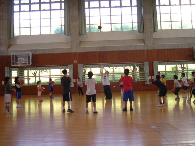 宇治で「ドリブル・バス・シュート」を学ぼう!体育館サブアリーナで実施するので雨天でも参加していただけます!