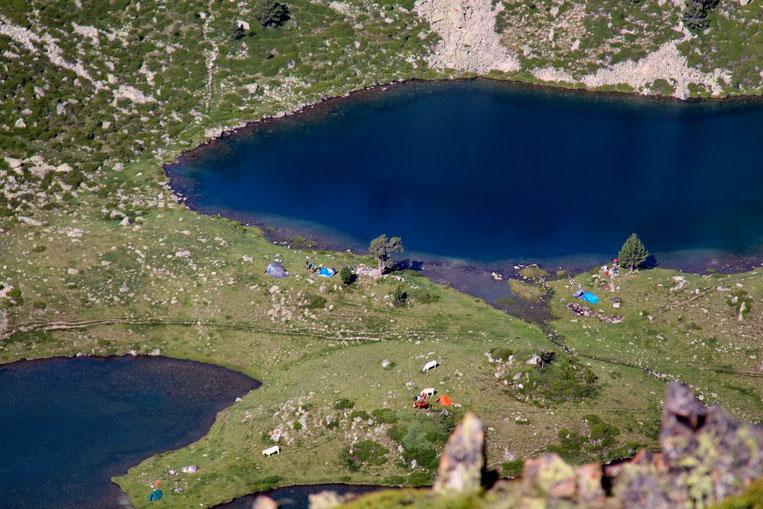 """Les Lacs de Bastan très fréquentés. Normal, ils sont sur une """"autoroute"""" (GR10)."""