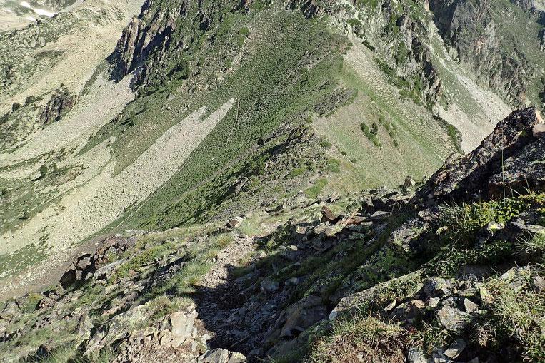 Descente interminable jusqu'au Col de Bastan.