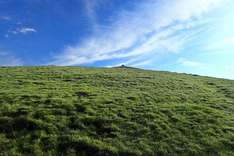Le premier pic de la journée est en vue : le Pic de Montarrouyes (2462m).
