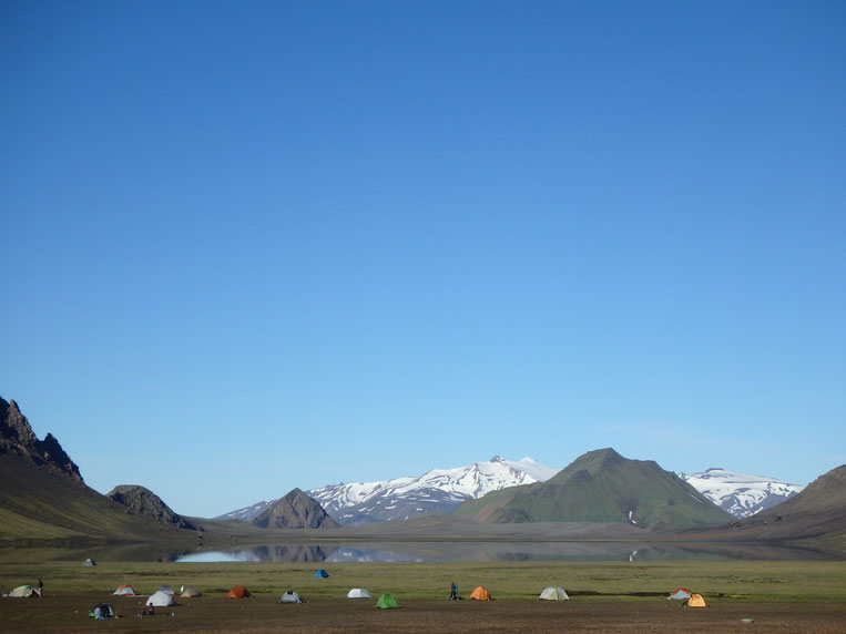 Álftavatn campsite and lake