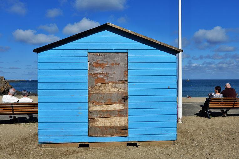 Mathieu Guillochon, photographe, rivages, couleurs, Binic, côtes d'armor, Bretagne, plage du moulin, calme, bleus, blanc, bancs.