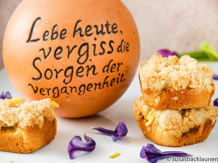 Streuselmuffins mit Mirabellen und Pudding