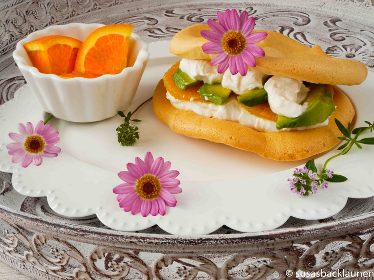 Cloud Bread mit Quark, Orangen und Avocado