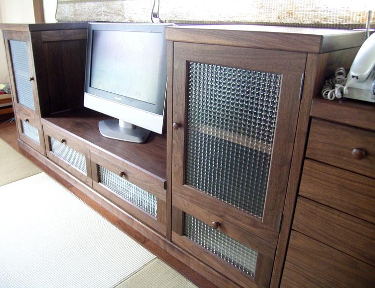 畳の部屋に似合うクラシカルなテレビ台(相模原市・E様邸)