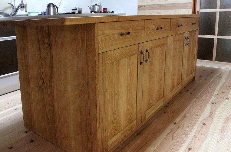 アイランド型キッチン収納テーブル(相模原市・I様邸)ダイニング側