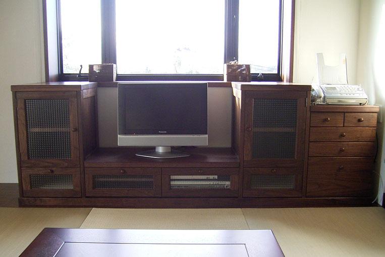 畳の部屋に似合うクラシカルなテレビ台(相模原市・E様邸)正面