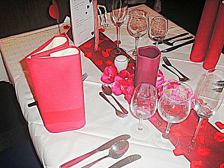 Tischdekorationen, Valentine, Love, Herzen, Blüten, Kerzen