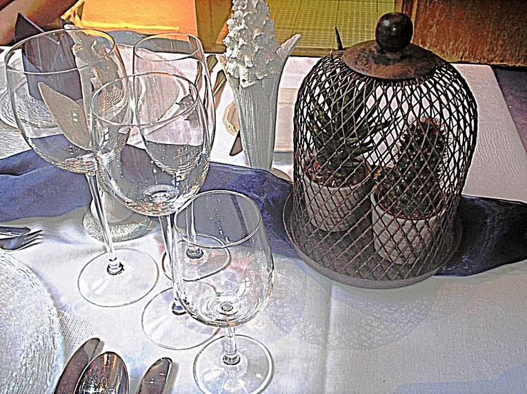 Tischdekorationen, rustikal, Dekadenz, Gläser, Tischdecke