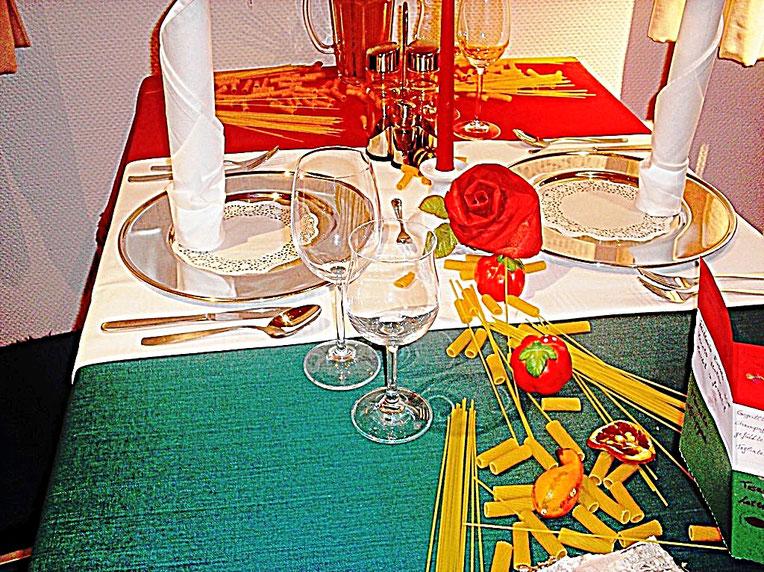 Tischdekorationen, Italien, Spaghetti, Tomaten