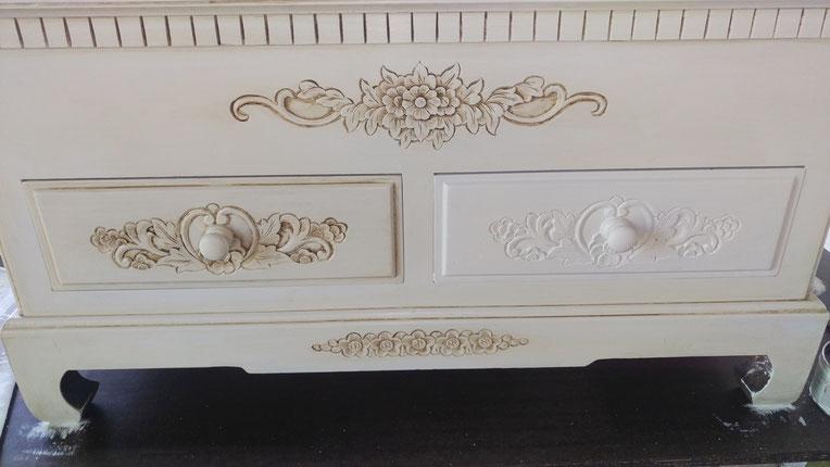 Am Ende kommen die Details! Hier an der nicht bearbeiteten Schublade ist der Unterschied gut zu sehen!