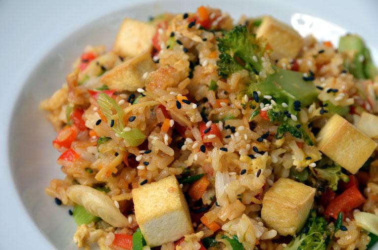 Gebratener Reis mit Gemüse - asiatisch, chinesisch