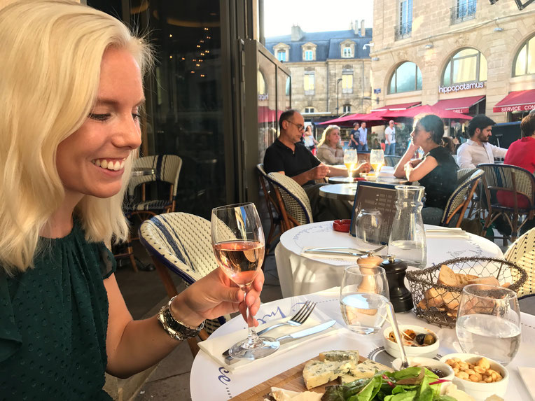 Afternoon  drinks and snack at L'Intendance with Miriam, Bordeaux city