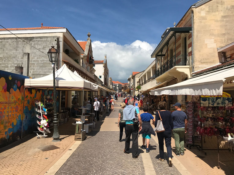 Soulac-sur-Mer shopping street