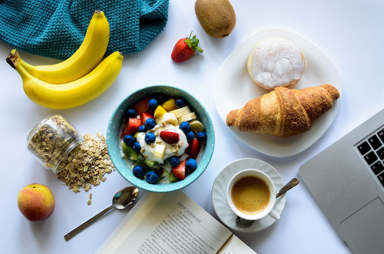 Wondering about breakfast importance? Should you eat breakfast during your morning routine? Get the deets on a balanced breakfast. #breakfast #nutrition #recipes #morning #plantbased
