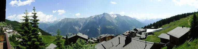 Panorama Balkon Chalet Balfrin Sommer