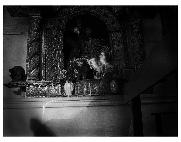 Conversaciones en la iglesia 7, 2004, Fotografía en b/n 35.5X28 cm