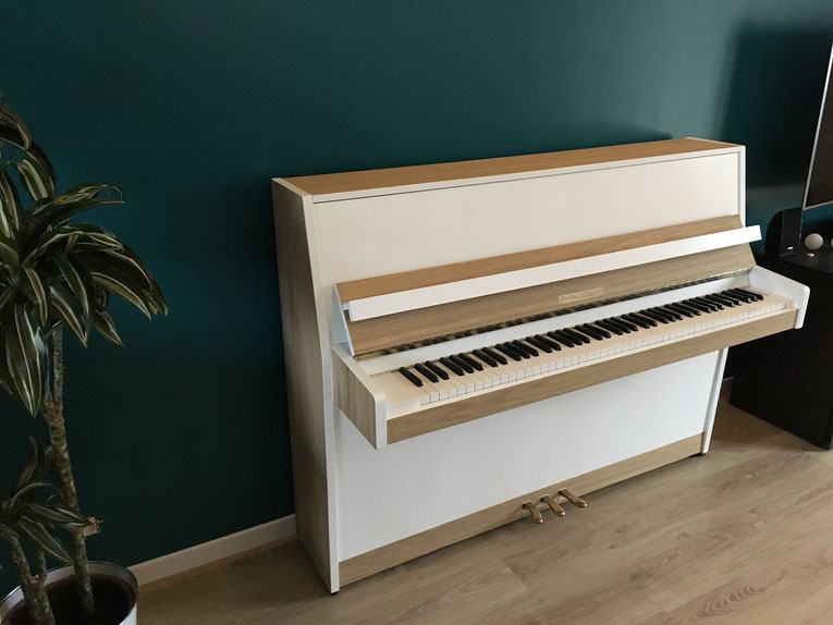 Piano blanc et chêne style scandinave