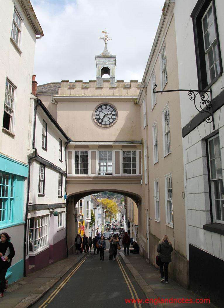 Sehenswürdigkeiten Totnes, England: East Gate Arch in der High Street von Totnes