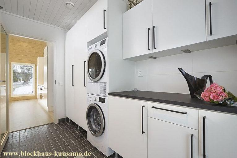 Skandinavischer  Wohnstil - Hauswirtschaftsraum im Blockhaus