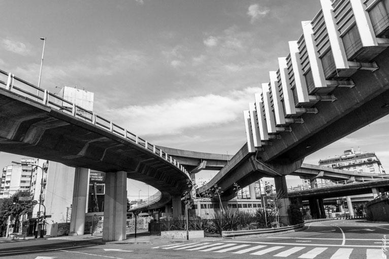 Coronakrise: leere Straßen und Autobahnen in Buenos Aires