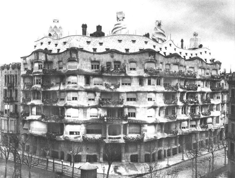 Дом Мила более известен под прозвищем Ла Педрера (Каменоломня)