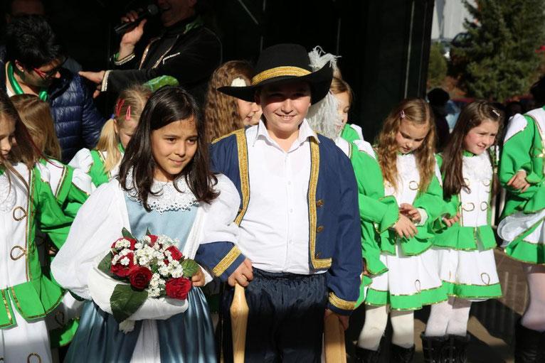 das Prinzenpaar Tuana Yesil u. Talha Özen mit den Gardemädchen der EVS Steinfeld