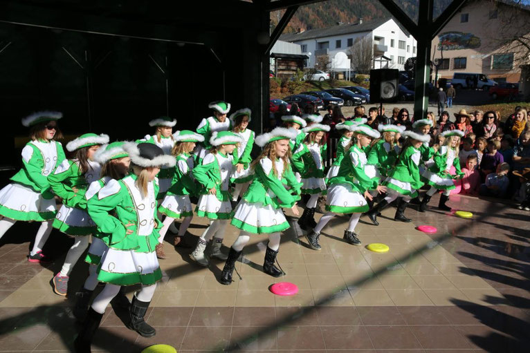 die Schülergarde der EVS Steinfeld begeisterten die Zuschauer mit tollen Choreographien