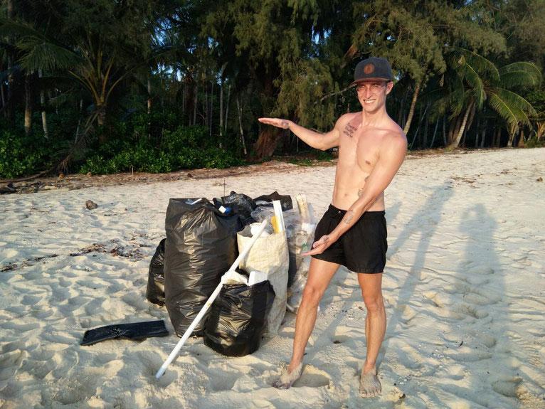 Das sind die etwa 4 oder 5 Tüten von mehr als 7, die wir auf den paar hundert Metern Strand gesammelt haben