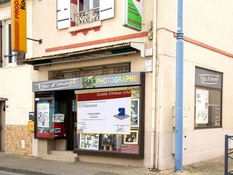 photo de la façade du magasin fou-d'image à Bellerive sur Allier 03, fujifilm, kodak, enseigne, portrait, mariage,identité, mondial relay,pignon sur rue