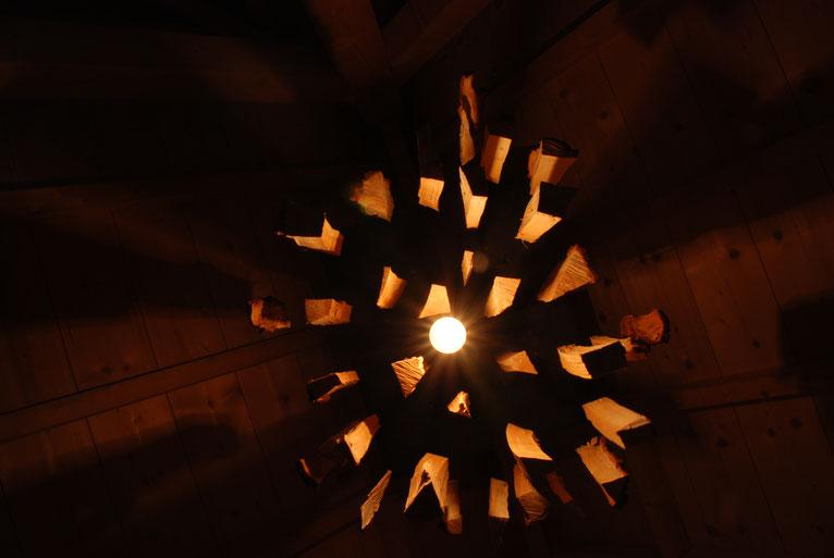 Lamp | exploderend houtblok