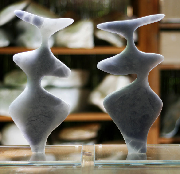 Heidrun Feistner: Le coq est mort - 2 und 3 / Alabaster blau / Foto HF