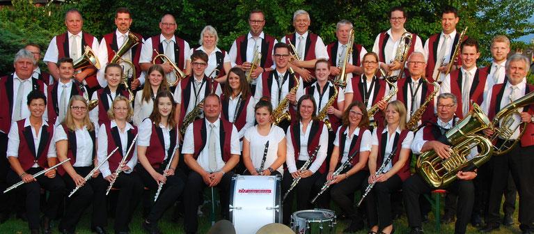 Alle Mitglieder des Musikvereins Altenrheine packen mit an, damit das Jahreskonzert am 3. November reibungslos funktioniert.