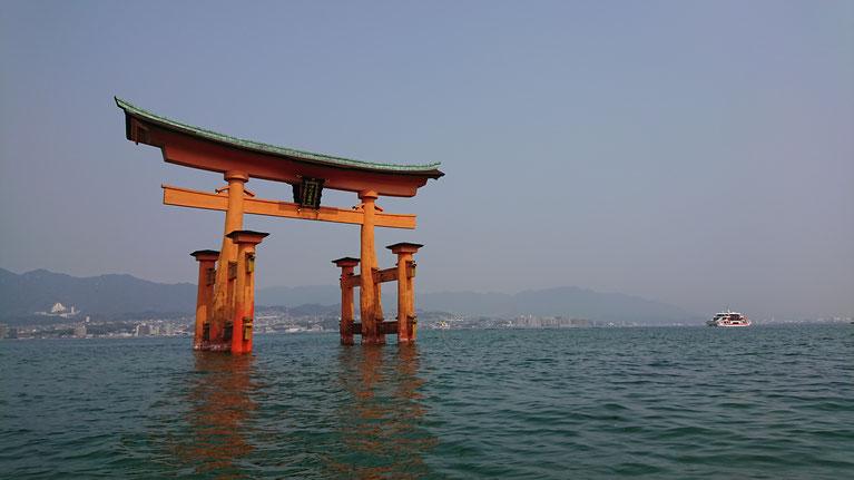 厳島神社側から見た大鳥居