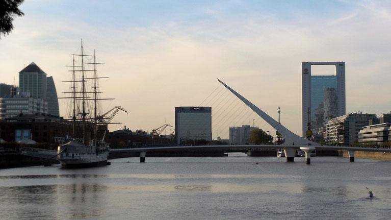 Puerto Madero und die Puente de la Mujer
