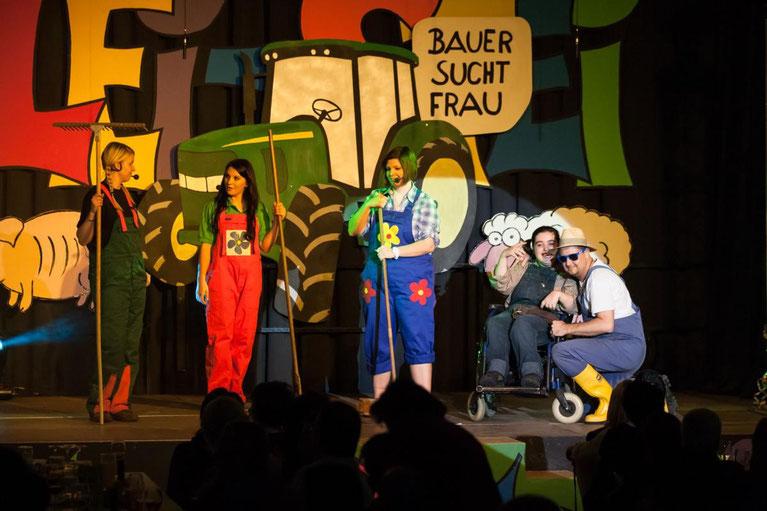 """Bauer sucht Frau"" - v.l.:Alexandra Mandler, Klarissa Oberlojer, Lisa Linder, Jenny Oberlojer, Armin Kircher"