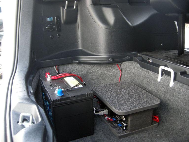 ▲ガソリン車ならトランクの1/3ぐらいのスペースに納まります(500Wの場合)